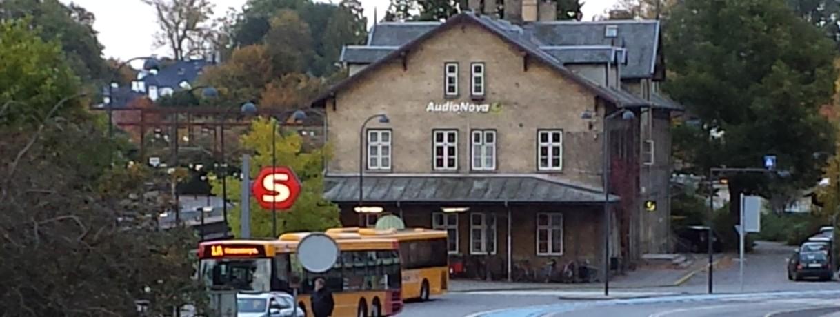 Klamenborg Station-page slide